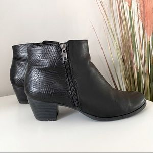 'Lincoln' black leather boots